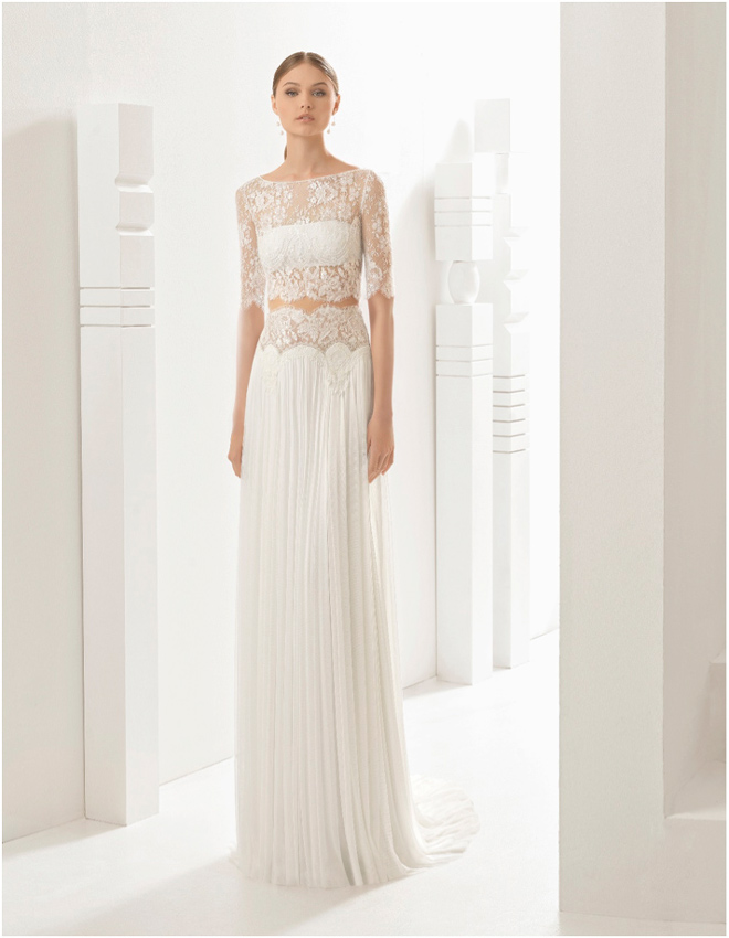 Sonar con vestido de novia de color beige