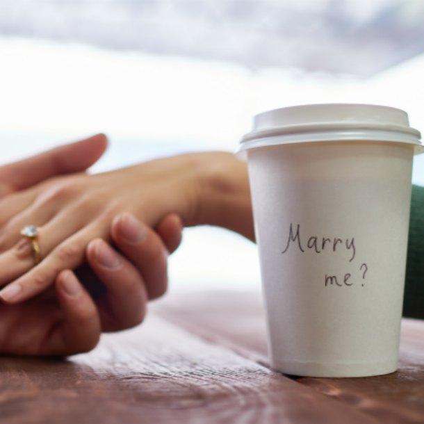 1798eb106985 Diez ideas sencillas y románticas para la pedida de mano - Foto