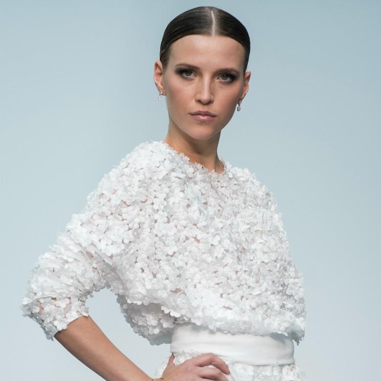 Anna Barrachina, una preciosa musa y 'flor' en la nueva colección nupcial de Hannibal Laguna