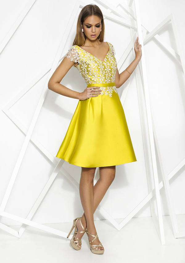 f27425916 El amarillo es tendencia y estos 9 vestidos de invitada te ...