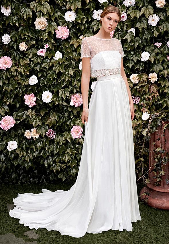 169944faa Guía de estilo  Los mejores vestidos de novia con escote ilusión - Foto
