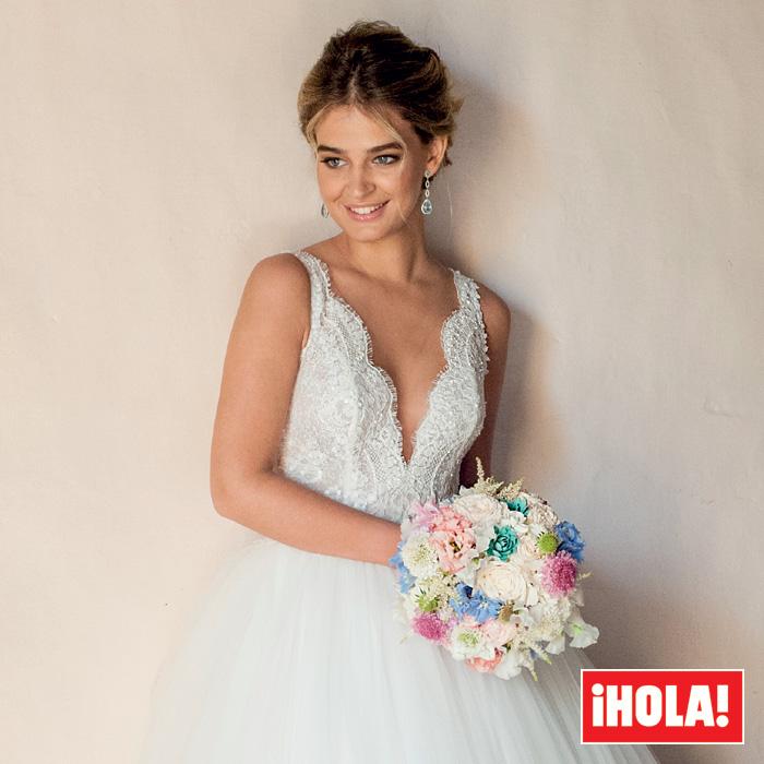 Laura Escanes: Los detalles de sus dos impresionantes vestidos de novia que solo puedes ver en ¡HOLA!
