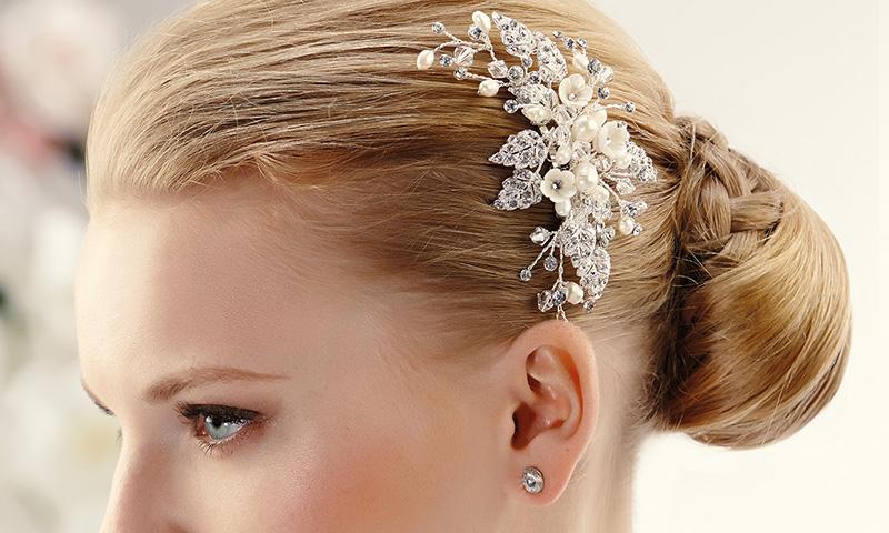 Accesorios para novia: Tocados y peinetas de Pronovias para brillar en tu gran día