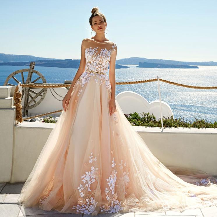 6a1588b95 Estos 12 vestidos de novia te robarán el corazón… ¡y ninguno es blanco!