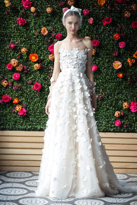 Vestidos de novia 2018: Flores en 3D, romanticismo en estado puro ...