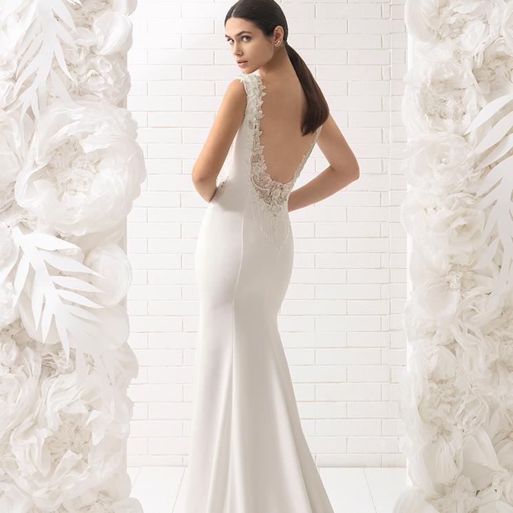 los mejores vestidos de novia de rosa clará con pedrería bordada - foto