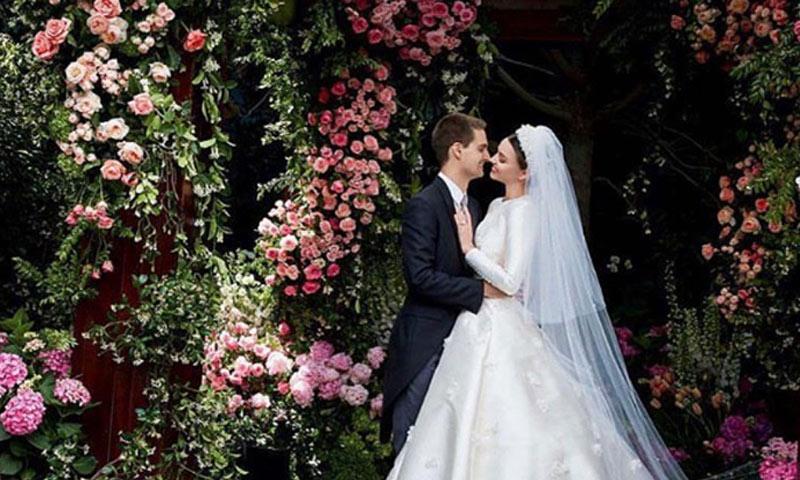 Miranda Kerr muestra su vestido de novia inspirado en el de una princesa, Grace Kelly