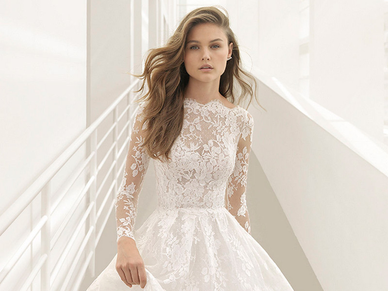 Encaje festoneado, el arma secreta de Rosa Clará para sublimar tu 'bridal look'