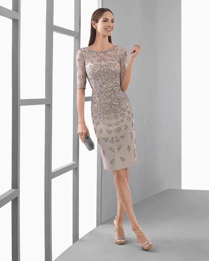 Una manana una mujer bien vestida