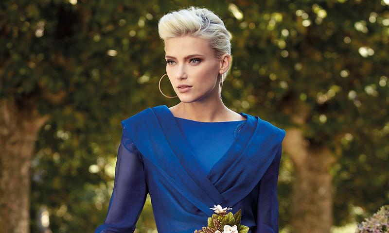 21e5331bf2f4f ¿Madrina de boda  El color de la temporada (según las firmas) es éste  el  azul - Foto