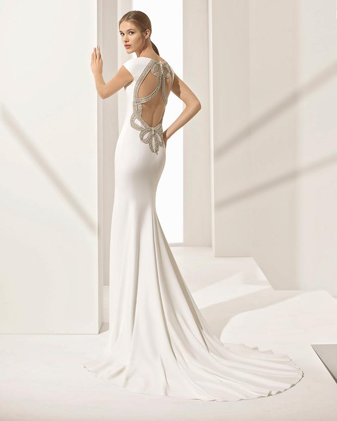 Vestido de novia com rosa clara