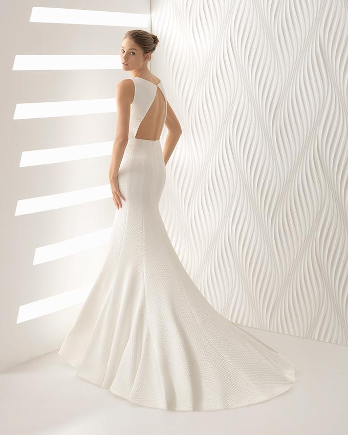 e6cd405856479 Los vestidos de novia 2018 con escote en la espalda más sugerentes ...