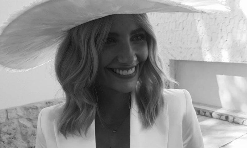 Miriam Giovanelli da el 'sí, quiero' al arquitecto Xabi Ortega rodeada de sus compañeros de 'Velvet'