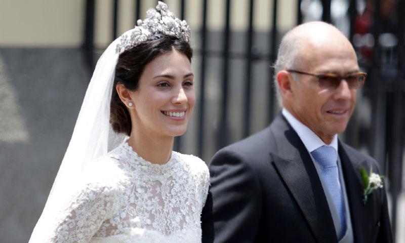 Así son los pendientes con sello español que ha llevado Alessandra de Osma en su boda