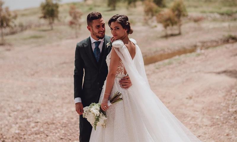 Un vestido israelí y una capa diseñada por ella misma, así fue el look nupcial de Beatriz Espejel