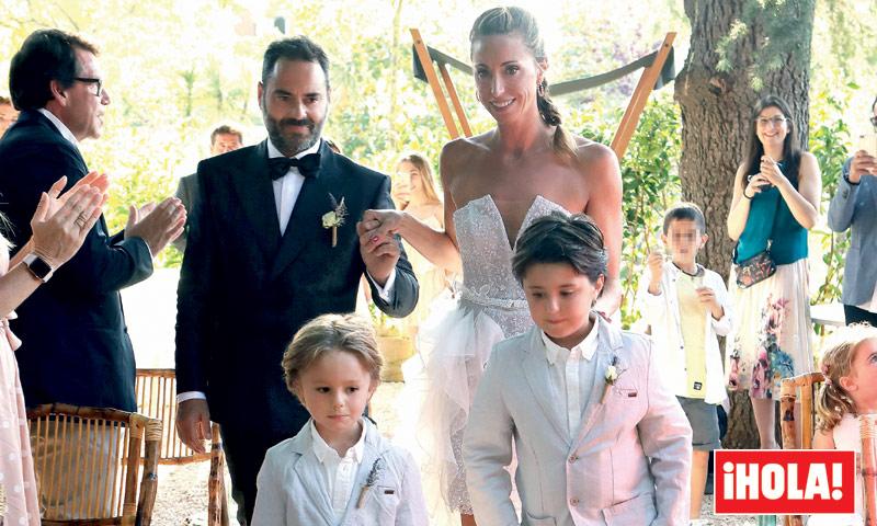En ¡HOLA! Gemma Mengual y Enric Martín celebran de nuevo su boda, bailando bajo las estrellas