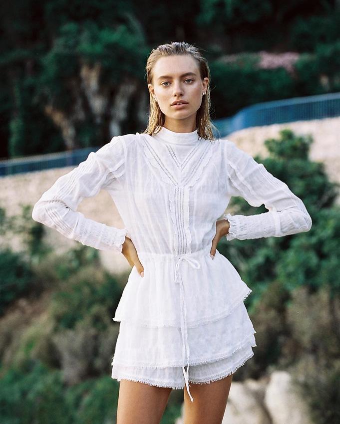 inspiración de temporada para novias que quieran vestir de corto - foto