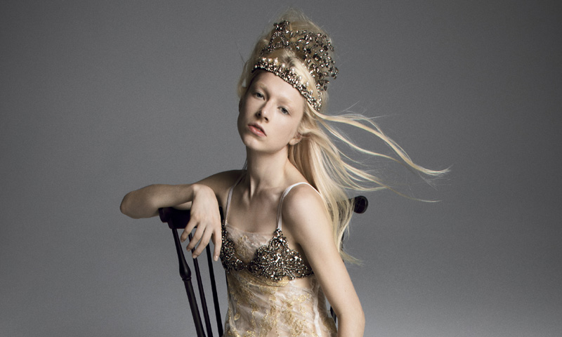 No solo las 'royals' se casan con corona y las novias de Vera Wang lo demuestran
