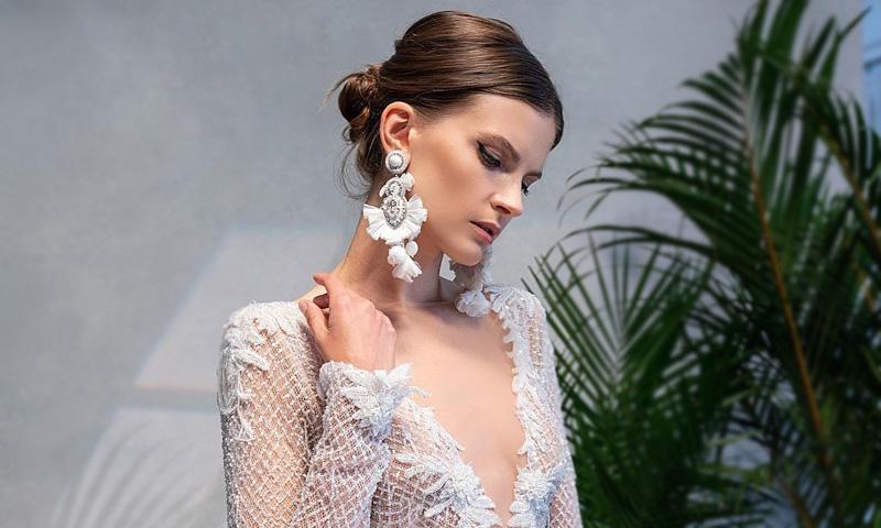 Pendientes XL, la solución práctica para novias que buscan vestidos sencillos