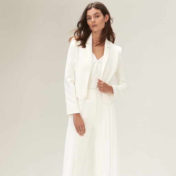 3cdab78da9 El relevo del vestido de novia  los nuevos trajes de chaqueta reclaman su  protagonismo