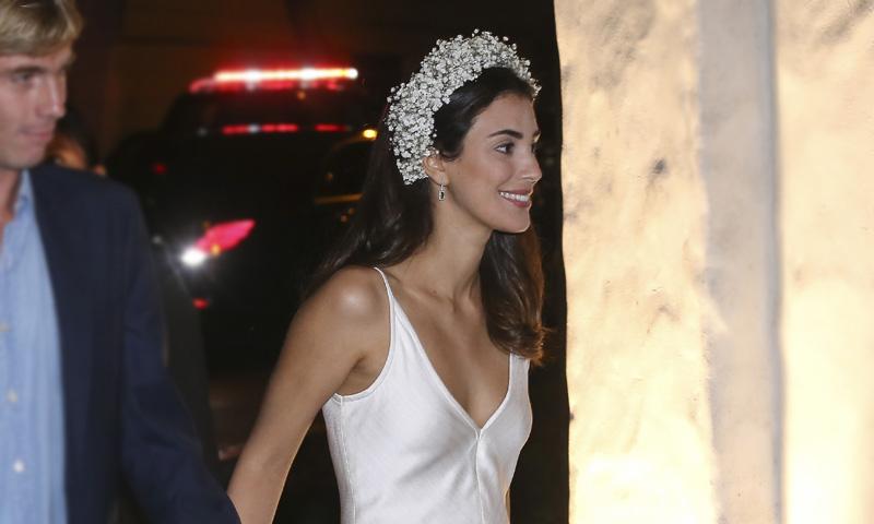 Alessandra de Osma y Miranda Kerr: una diadema de flores para distintos momentos de la boda
