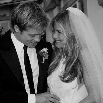 vuelven los vestidos de novia más icónicos de jennifer aniston - foto