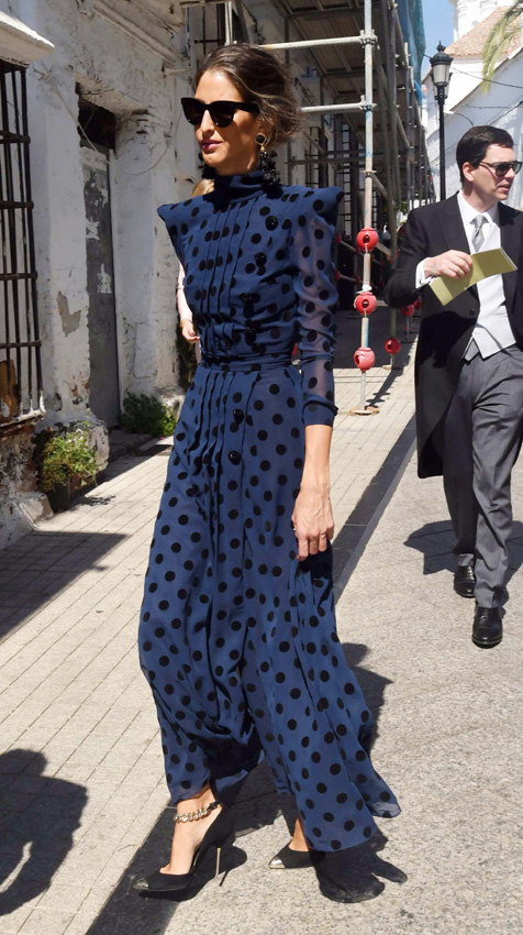 el efecto 'invitada perfecta' llega a zara con vestidos y accesorios