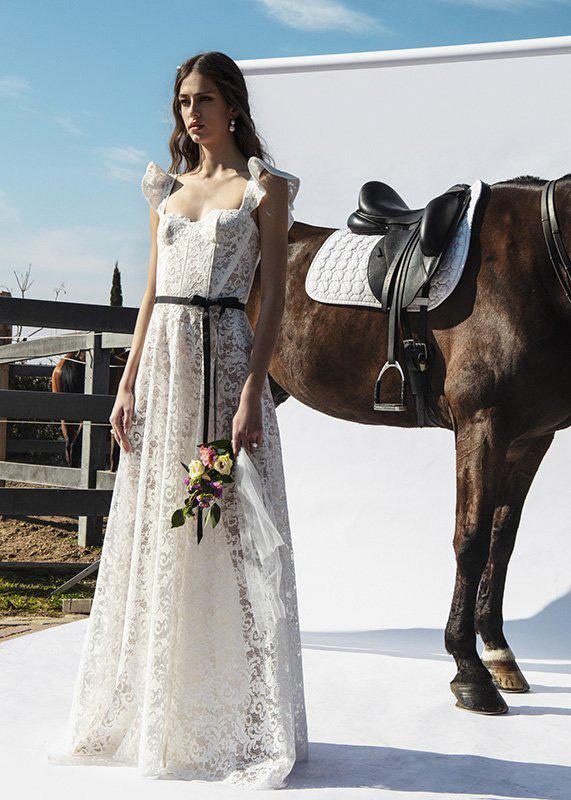 447cc6824 Cinco vestidos de novia para 5 tipos de boda al aire libre - Foto