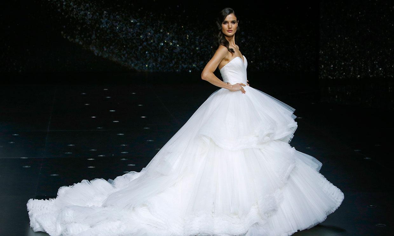 Pronovias Runway Show From Barcelona Bridal Week 2018: Barcelona Bridal Fashion Week: Desfile De Pronovias