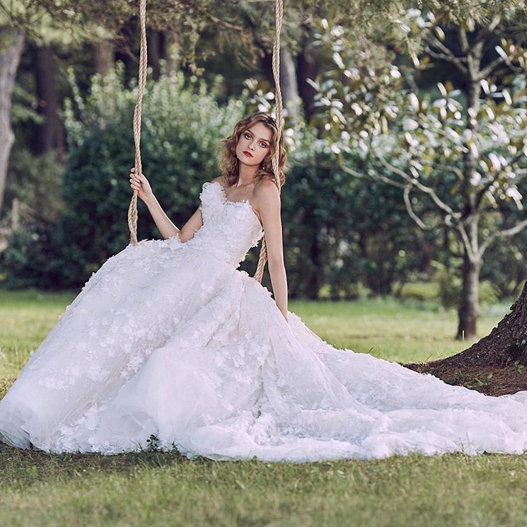 da5d132fc Los diseñadores responden  ¿qué deben tener en cuenta las novias al elegir  su vestido