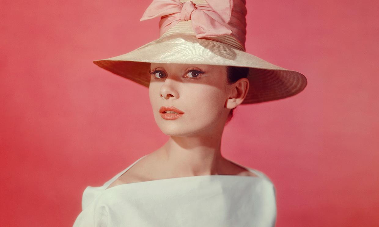 Diez vestidos que te convencerán para casarte de corto como Audrey Hepburn