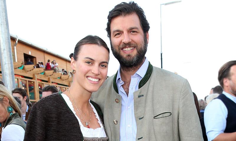 Los dos vestidazos 'made in Spain' que Alana Bunte ha lucido en su boda con el príncipe Casimir