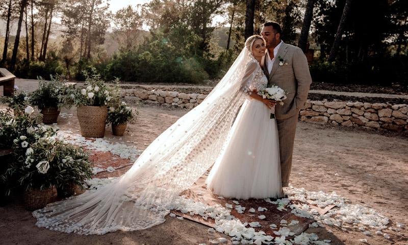 Exclusiva en HOLA.com: La romántica boda ibicenca de Delia Lachance