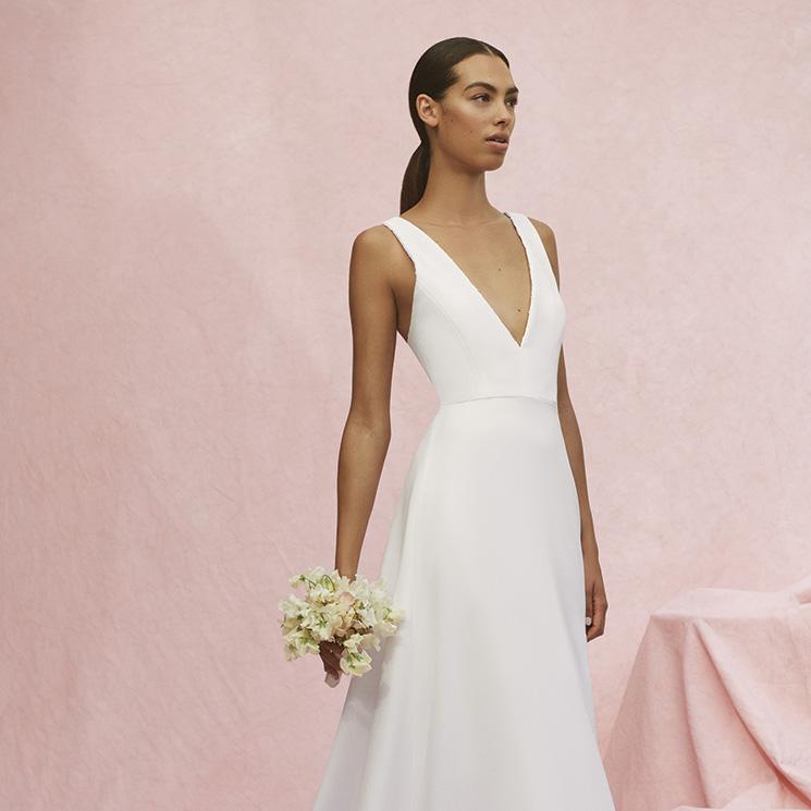 Cuando el poder de un vestido de novia está en el escote, por Carolina Herrera
