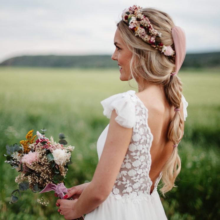 Diademas y tocados diseñados para novias con velo