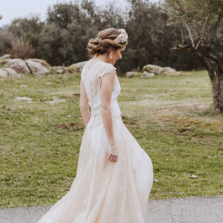 Diademas, coronas, horquillas... Hay un accesorio ideal para cada peinado de novia