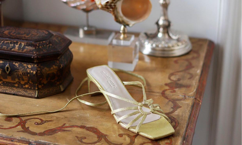 Sandalias de rebajas que encantarán a novias e invitadas y hacen las piernas infinitas