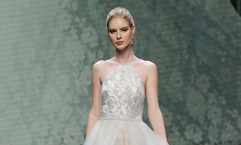 Cortes clásicos y vestidos de tul: la nueva obsesión de las novias de Valentini