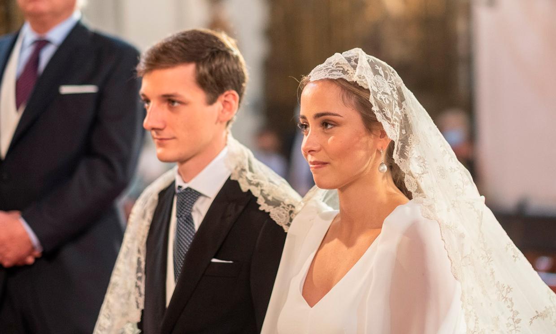 Rocío, la novia del vestido atemporal y el ramo de fresias, que marcó tendencia entre sus amigas