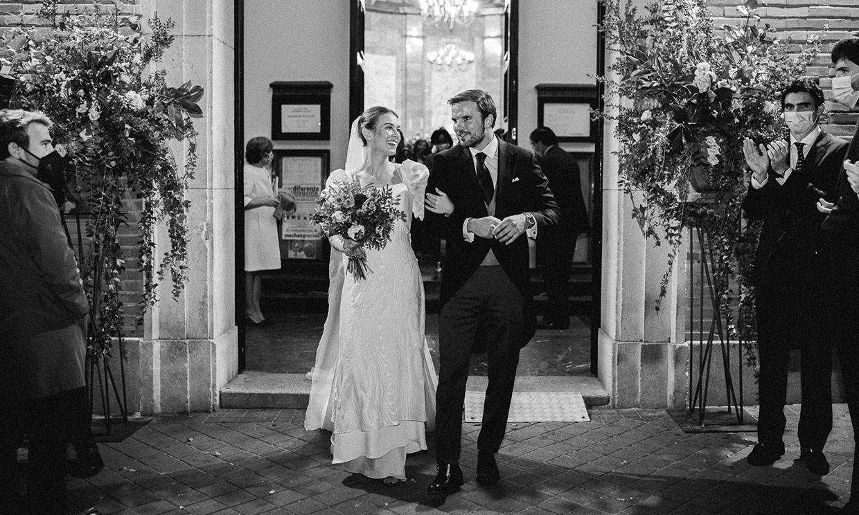 La historia de Inés y su vestido de novia con mangas abullonadas