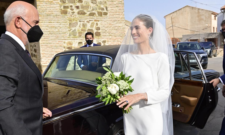 Amelia Millán se casa con el vestido minimalista de las novias más sofisticadas