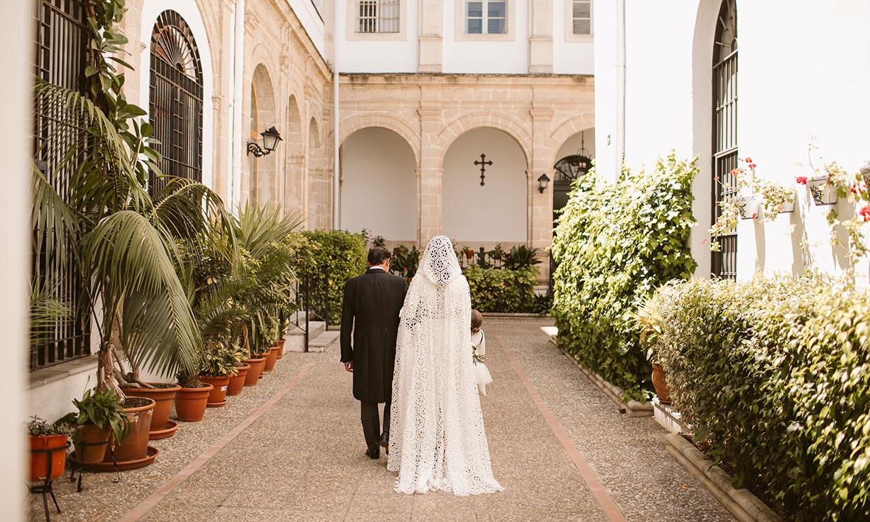 La historia de Cristina, la novia de la capa geométrica que se casó tras más de 10 años de amor