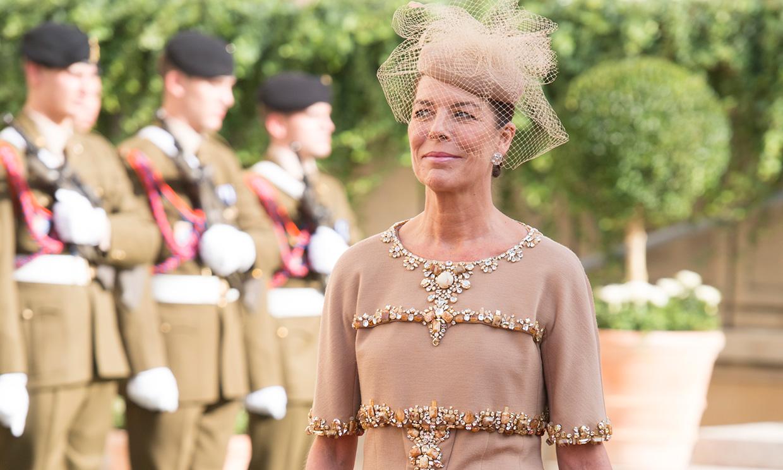 13 veces en las que Carolina de Mónaco inspiró a las madrinas más elegantes