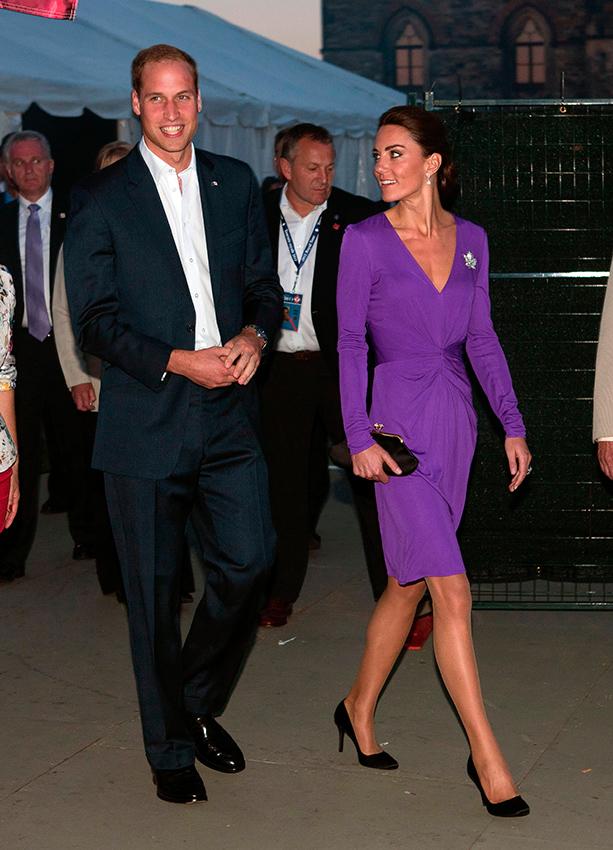 Kate Middleton robe d'invité unie violette
