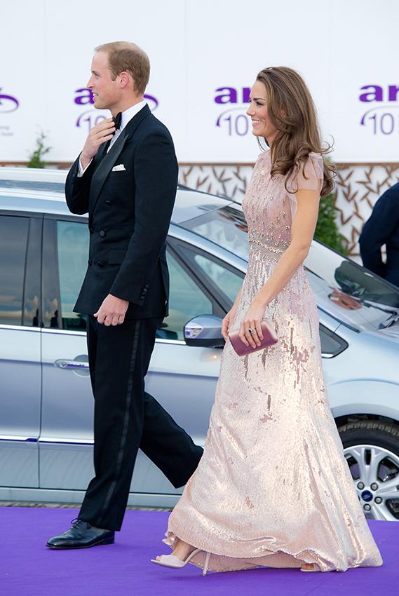 La longue robe paillette de Kate Middleton pour le mariage du soir