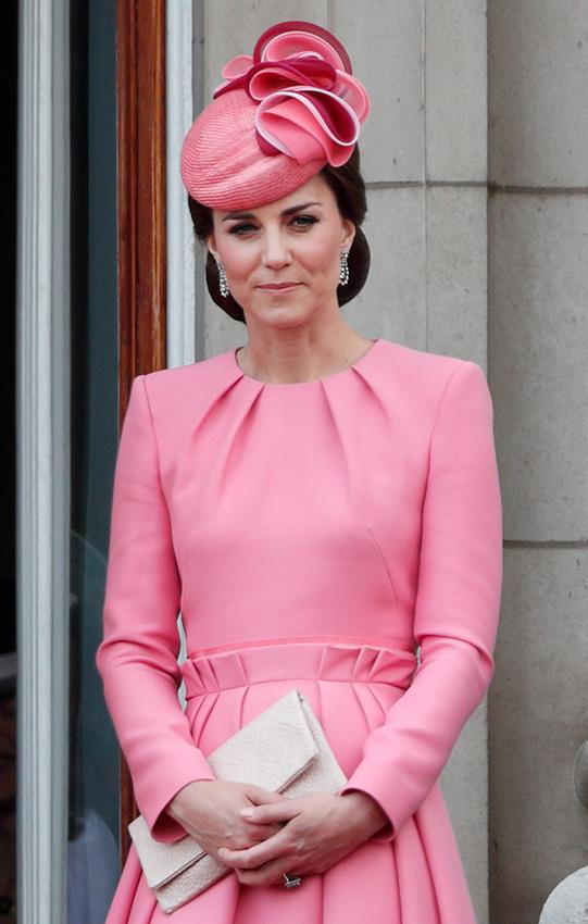 Le look fuchsia de Kate Middleton