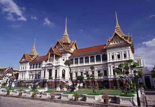 Bhumibol Adulyadej: el Rey bien amado cumple 75 años junto a la reina Sirikit