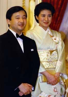 El emperador Akihito se despide de su pueblo leyendo un poema