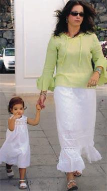 Alexia de Grecia y su marido, Carlos Morales se han ido a vivir a Lanzarote con sus hijas