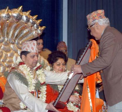 """Gyanendra, el rey de nepal, califica de """"insensateces"""" las teorías acerca de la masacre real"""
